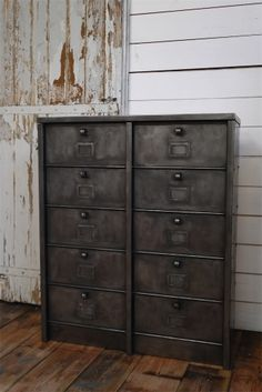 ancien grand meuble 10 casiers industriel strafor
