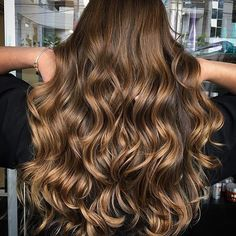 .... Brunette Power .... this is a gorgeous mix tones golden caramels thanks @camarimhairtrend again for sharing  #dreamhair #glamhair #brunettes #morenas #morenasiluminadas #balayage #kingofbalayage #londoncolourist #instahair #londonbalayage #olaplex #hairgoals #lahairstylist #detox #hairextensions #hairenvy #hairstyles #hairbypaollosagerah #blessed