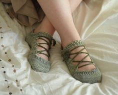 Elven Slippers by Joy Gerhardt  http://www.ravelry.com/patterns/library/elven-slippers