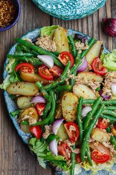 flavor-packed Spanish Potato Salad recipe with tuna, green beans and tom. Bright, flavor-packed Spanish Potato Salad recipe with tuna, green beans and tom. Mediterranean Diet Recipes, Mediterranean Dishes, Mediterranean Tuna Salad, Spanish Food Recipes, Greek Recipes, Light Recipes, Vegetarian Recipes, Cooking Recipes, Healthy Recipes