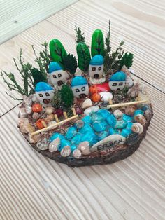 58 Likes, 1 Comments - Hülya T Stone Crafts, Rock Crafts, Diy And Crafts, Arts And Crafts, Pebble Painting, Pebble Art, Stone Painting, Rock Painting Ideas Easy, Rock Painting Designs