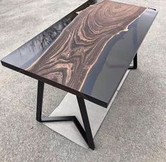 hars tafel – Ideas para el hogar – Welcome Epoxy Decor Wood Table Design, Wood Slab Table, Woodworking Furniture Plans, Woodworking Resin, Coffee Desk, Epoxy Resin Table, Resin Furniture, Built In Bookcase, Wooden Tables