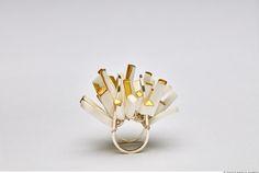 Bijoux et objets en porcelaine de l'artiste Yiyan Zhou