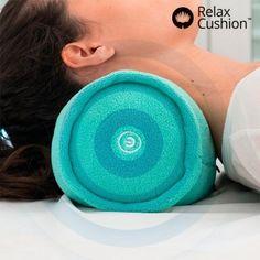 Cojín Masajeador Relax Rolll-Over proporciona un reconfortante masaje por vibración, que activa la circulación y reduce tensión acumulada. Adecuado para adaptarse al la zona del cuello, lumbares o cualquier parte del cuerpo.  Funciona con pilas.