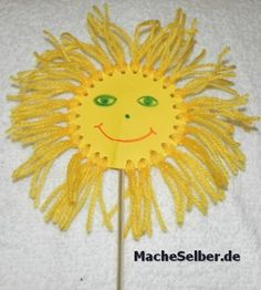 Spring sun using hole puncher, yellow paper, yellow yarn, crayon, and dowel. Preschool Arts And Crafts, Diy Arts And Crafts, Crafts For Kids, Children's Church Crafts, Summer Crafts, Scrapbook Paper Crafts, Teaching Art, Yarn Crafts, Colorful Flowers