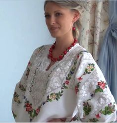 Types Of Embroidery, Hand Embroidery, Machine Embroidery, Folk Fashion, Ethnic Fashion, Embroidered Clothes, Tunisian Crochet, Western Dresses, Folk Costume