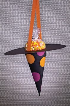 Wicked Witch's Hat Bag of Treats - Halloween #DIY How-To!
