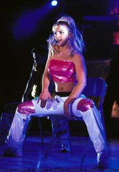 Britney Spears - Baby One More Time Tour 1999 - Lets hear it for the Chair Dance!!
