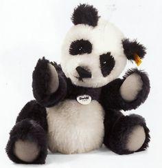 Steiff Classic Teddy Bear Panda  EAN 039690