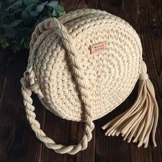 Crochet Handbag Tutorial - Her Crochet Crochet Bowl, Crochet Round, Love Crochet, Crochet Handbags, Crochet Purses, Handbag Tutorial, Knitting Patterns, Crochet Patterns, Crochet Circles