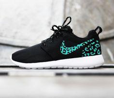 176c0c7be486 Custom Nike Roshe Run sneakers