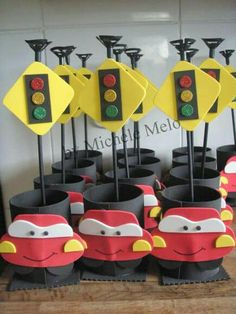 Risultati immagini per props cumpleaños de cars Car Themed Parties, Cars Birthday Parties, 2nd Birthday, Festa Hot Wheels, Pink Car Accessories, Disney Cars Party, Race Car Party, Car Themes, Checkered Tablecloth