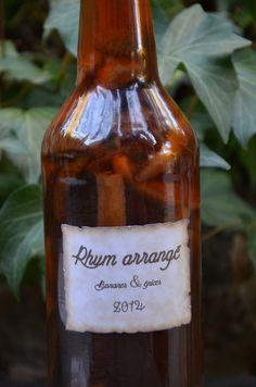 Rhum arrangé bananes et épices. Bouteilles de Rhum Réunion en vente sur www.yumhbox.com