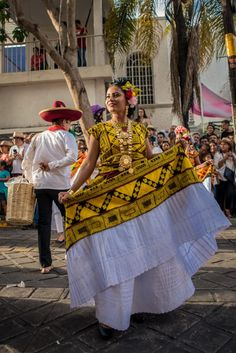 Mexican Traditional Clothing, Traditional Outfits, Mexican Outfit, Mexican Style, Mexico Dress, Mexico Culture, Handmade Clothes, Folklore, Hippie Boho