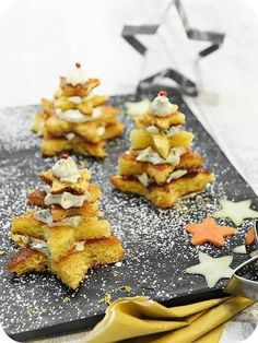 Mini Sapin au Fromage et aux Herbes - Dominik Sexton Tea Snacks, Snacks Für Party, Homemade Tea, Homemade Cakes, Easy Cake Recipes, Tea Recipes, Chocolate Tea Cake, Tea Cake Cookies, High Tea Food