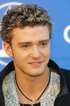 Photo Gallery of My Favorite Male Celeb Hair: Justin Timberlake Cool Hairstyles For Men, Permed Hairstyles, Celebrity Hairstyles, Boys With Curly Hair, Curly Hair Cuts, Curly Hair Styles, Bleached Tips, Bleached Hair, 80s Haircuts
