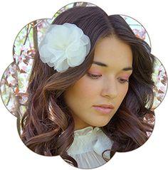 """Seiden Haarblüte """"Amaris"""" in ivory. Silk Flower Headpiece, Hairaccessoires wedding."""