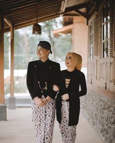 Muslimah Wedding Dress, Muslim Wedding Dresses, Dream Wedding Dresses, Javanese Wedding, Indonesian Wedding, Pre Wedding Poses, Pre Wedding Photoshoot, Wedding Ideas, Beach Outfit For Women