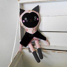 cat doll / Břichopas toys