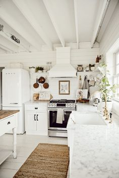 Interior Designer Liz Marie shares all the different paint in her home and also teaches you what sheen to pick for what room in your home. Painted Kitchen Island, Kitchen Paint, New Kitchen, Kitchen Design, Kitchen Ideas, Island Kitchen, Country Kitchen, The Found Cottage, Patio Flooring