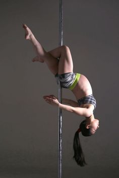 Expectant mother with nine months pregnancy can do pole dance and ...