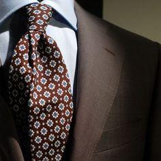 ブルーシャツと小紋ネクタイ