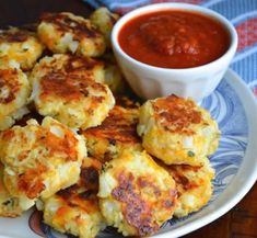 Baked cauliflower nuggets - a healthy alternative to Chicken Nuggets! Bento Recipes, Baby Food Recipes, Vegetarian Recipes, Cooking Recipes, Healthy Recipes, Vegetarian Nuggets, Veggie Side Dishes, Side Dish Recipes, Dinner Recipes