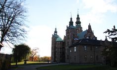 Rosenborg Castle looks amazing from all angles, especially during the autumn season, when the trees looses their leafs. Copyright: Rosenborg Castle / Rosenborg Slot