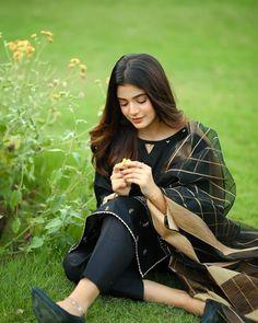 Stylish Dresses For Girls, Stylish Girls Photos, Stylish Girl Pic, Pakistani Girls Pic, Beautiful Pakistani Dresses, Dehati Girl Photo, Girl Photo Poses, Beautiful Girl Photo, Beautiful Asian Girls
