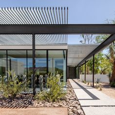 Living spaces extend into the desert at Arizona home by The Construction Zone