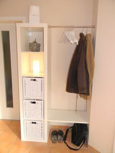 12 tips for using the original IKEA Kallax / Expedi Tipps für die Nutzung der originalen IKEA Kallax / Expedit Regal / Schränkchen-Serie!, 12 tips for using the original IKEA Kallax / Expedit shelf / cabinet series! Small Apartment Hacks, Small Apartments, Small Spaces, Small Apartment Closet, Small Apartment Storage, Kid Spaces, Expedit Regal, Ikea Expedit, Diy Casa
