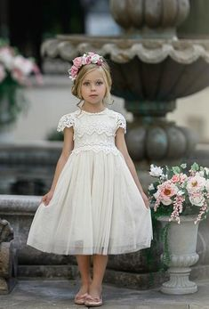 Luciana Cap Sleeve Lace Flower Girl Dress Ivory – 1 / Ivory Luciana Cap Sleeve Lace Blumenmädchen Kleid Elfenbein – Think Pink Bows Tulle Flower Girl, Wedding Flower Girl Dresses, Tulle Flowers, Vintage Flower Girl Dresses, Flower Girl Dresses Boho, Flower Girl Headbands, Dress Wedding, Wedding Flowers, Birthday Dresses