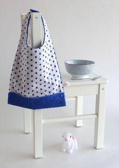 Bavoir évolutif bébé enfant avec réservoir blanc étoiles bleues   repas  enfant bébé mixte fille garçon dd07bbe75ec