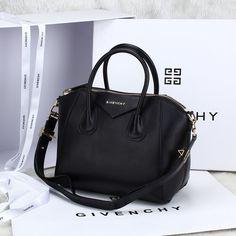 Imagem de http://www.ariasociados.com/images/Other-Designer/Givenchy/Givenchy-by-Riccardo-tisci-Antigona-Duffle-Pandora-Small-Satchel-Tote-Bag-8800S-in-Black-Original-Smooth-Leather-6951_1.jpg.