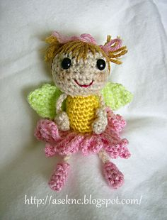 Free Crochet Pattern: ASE's Flower Fairy. Waaaay too cutesy! Thanks to ASE Knits 'n' Crochets! I can see her just twirling and dancing around. ¯\_(ツ)_/¯