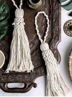 Macrame doorknob tassel, home decoration Macrame Knots, Micro Macrame, Diy Tassel, Tassels, Macrame Patterns, Crochet Patterns, Passementerie, Macrame Projects, Boho Diy