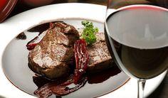 filetto all'amarone - fillet steak with Amarone http://www.venetoesapori.it/it/protagonista/ristorante-bacco-d'oro #food #cibo #italy #veneto #typical #verona #sapori #tastes #carne #filetto #amarone