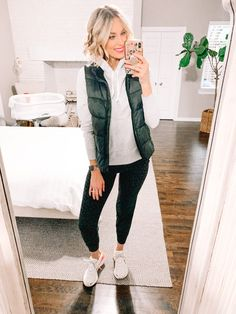 Mom Style Fall, Casual Mom Style, Casual Outfits For Moms, Cute Fall Outfits, Winter Outfits, Winter Style, Trendy Outfits, Classic Style, Jeans Outfit Winter