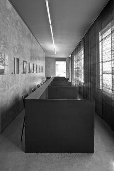 6T7 Espai Café, un espacio para la tertulia y el encuentro con el arte en Olot. | diariodesign.com Cafe Concept, Industrial Bedroom, Bedroom Inspiration, Restaurant Bar, Pavilion, Restaurants, Shops, Modern, Design