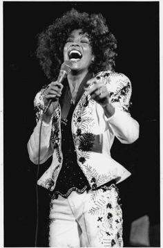 Photo of Whitney for fans of Whitney Houston 31652385 Whitney Houston, Beverly Hills, Black Is Beautiful, Beautiful People, I Look To You, Female Singers, Celebrity Singers, Free Youtube, Music Icon