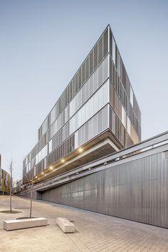 Gallery of Multifamily Building / Lola Domenech + Antonio Montes - 9