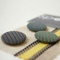 Reflective pin badges. Spotme.cc Crafty Craft, Pin Badges, Reflection, Diy Crafts, Cycling, Clever, Craft Ideas, Buttons, Dark