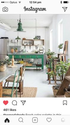 This space is so beautifully decorated with pretty accents along with nice color on the walls. I love the paint which I find inspiring. Binnenkijken in een mix van vintage, industrieel en curiosa - Alles om van je huis je Thuis te maken Style At Home, New Kitchen, Kitchen Decor, Kitchen Ideas, Green Kitchen, Kitchen Plants, Kitchen Interior, Decorating Kitchen, Interior Plants