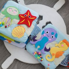 Quiet book SEA A perfect present for your baby! This is thematical tactile developmental toy intended for babies that enhances their fine motor skills. ⚓️ 3 pages: map with ship, submarine with fishes, sea inhabitants ⚓️ 10x10 inches (25x25cm) ⚓️ Wide selection of fabrics in sea thematic to