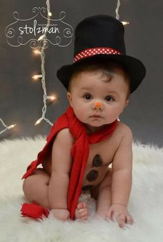 20 Ideas for Christmas Pictures with Babies 6 month pose – baby photography – holiday photography – Christmas – snowman - Cute Adorable Baby Outfits Baby Kind, Baby Love, Children Photography, Newborn Photography, Photography Poses, Cute Kids, Cute Babies, Decoration Photo, Holiday Photography