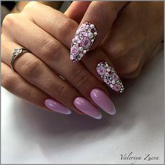 Ну поехали... сейчас будет спам фото этих ногтей . В живую выглядят просто бомбически !!!! Словами не передать . А знаете для кого этот маникюрчик ??? Никогда не догадаетесь , для @alina__novikova !!! Розовые , с розочками ???!!!