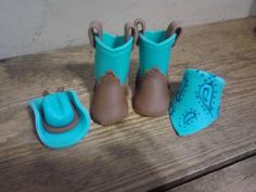 Mini Fondant Baby Shoes Cowboy Boots Cake by MamaDscreations Fondant Baby Shoes, Fondant Flower Cake, Fondant Bow, Cupcake Cakes, Car Cakes, Fondant Cakes, Cowboy Hat Cake, Cowboy Cakes, Cowboy Boots