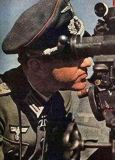 german army officer using periscope (russia 1941)