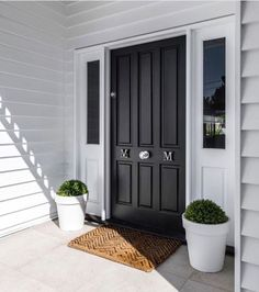 Ideas House Exterior Colors Weatherboard Porches For 2019 House Front Door, House With Porch, House Entrance, Front Porch, House Paint Exterior, Exterior House Colors, Exterior Design, Die Hamptons, Hamptons Style Homes