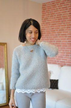 Mon premier tricot de l'année est placé sous le signe de la simplicité : un pull à coupe carrée entièrement tricoté au point mousse avec de...